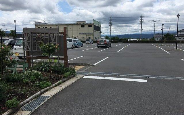 佐久市市民交流ひろばメイン駐車場入口