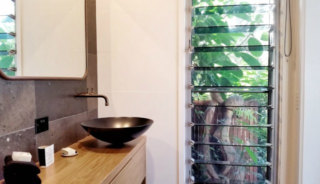 Boutique Byron Bay Accommodation: 28 Degrees Byron Bay Review - Ensuite