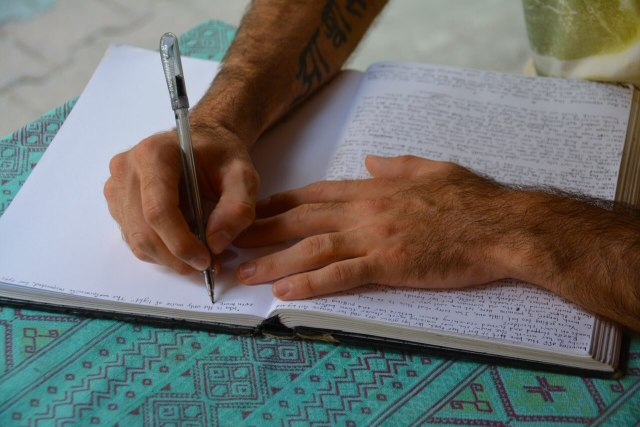 Start writing: Morning routine for travelers