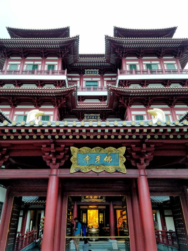 48 hour Singapore travel itinerary: Buddha Tooth Relic Temple Chinatown