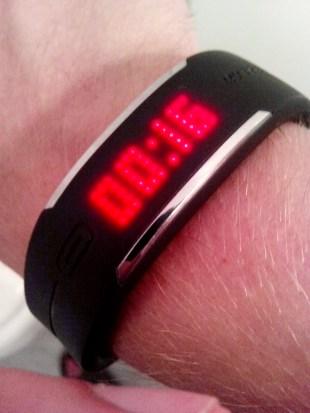 00:16 - Mein Polar Loop dient mir auch als Uhr. Nun aber schnell ins Bett,