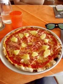 13:16 - Pizza Hawaii. Mahlzeit