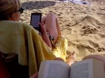 16:17 - Wir haben es dann doch wieder auf den Strand geschafft und konnten weiter lesen und nichts tun.
