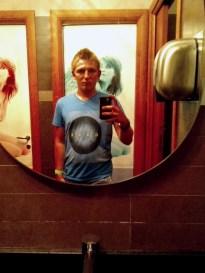 21:18 - WC-Spiegel Selfie. Obligatorisch am PmdD