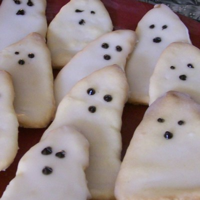 Boo Cookies!! Ghost shaped cookies without the cookie cutter