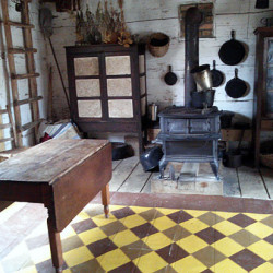 the-homeplace-land-between-the-lakes-log-house-kitchen