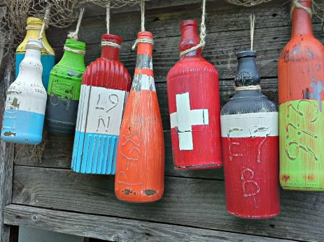 Faux fishing buoys made from bottles | Stowandtellu.com
