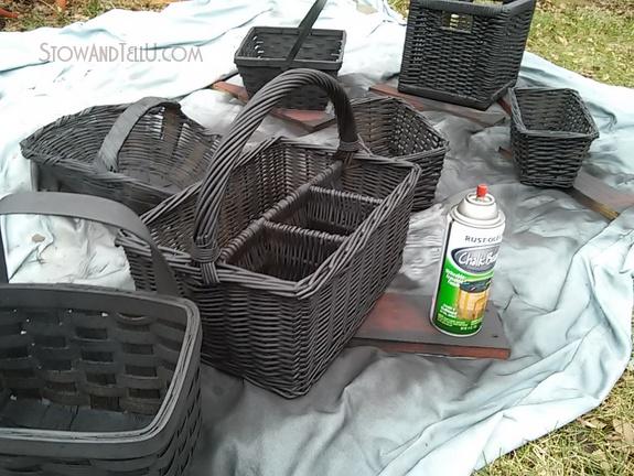 baskets-painted-with-black-chalkboard-paint-http://www.stowandtellu.com