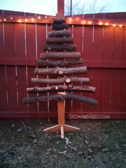 stacked-log-christmas-tree-http://www.stowandtellu.com