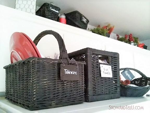 Kitchen baskets painted with black chalkboard paint | stowandtellu.com