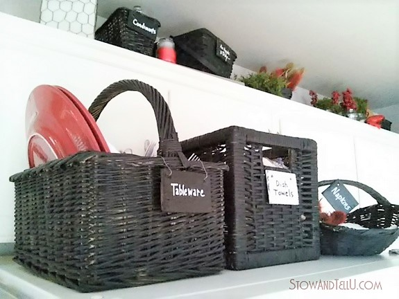 Kitchen baskets painted with black chalkboard paint | stowandtellu.com
