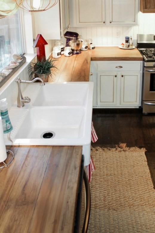 faux-reclaimed-wood-countertops-The-Ragged-Wren-on-Remodelaholic-533x800