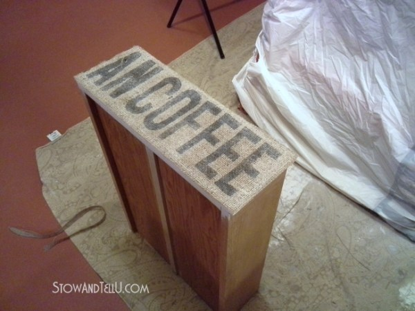 burlap-decoupage-drawer-http://www.stowandtellu.com