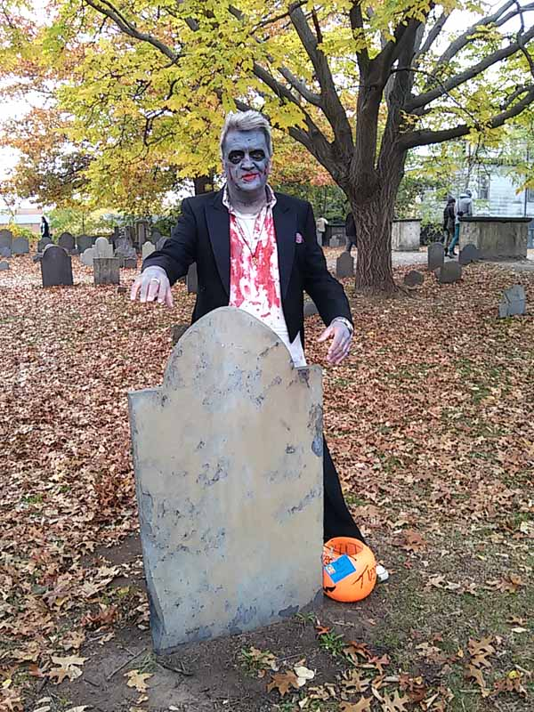 Salem Massachusetts on Halloween | stowandtellu.com