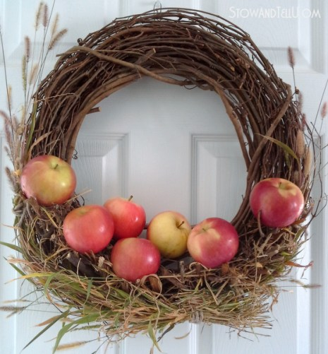 real-apples-rustic-wreath