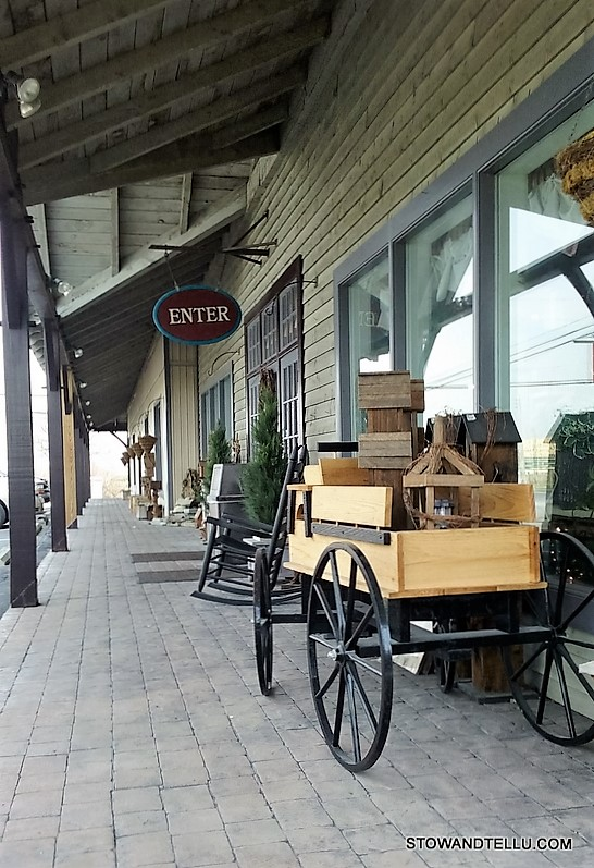 Short visit through Amish Country is worth the trip - Pennsylvania-Dutch-Amish-Country-wood-cart - StowAndTellU.com
