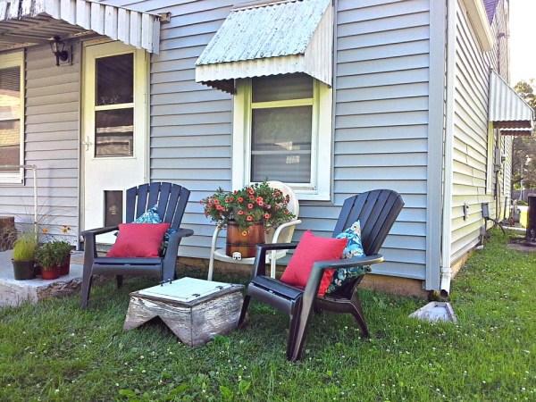 Awning, trim color ideas for a blue house - StowandTellU.com