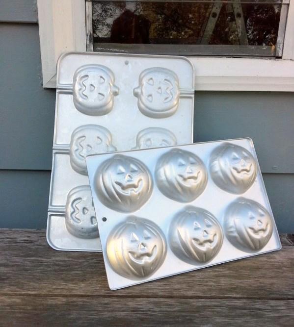 pumpkin-muffin-baking-tins