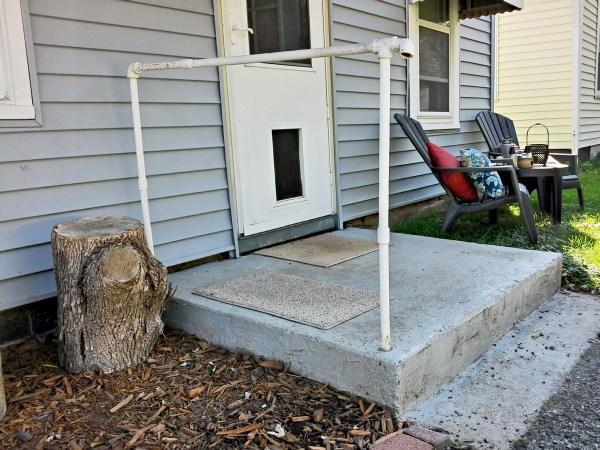 Painted cement porch stoop update - before - StowandTellU