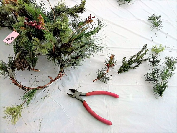 How to make faux saplings from an upcyled Christmas pine wreath - StowandTellU.,com