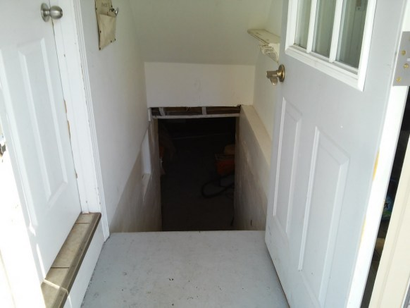 entryway-basement-stairs-makover