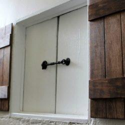 Gatehouse-inspired-entryway-staireway-StowandTellU.com