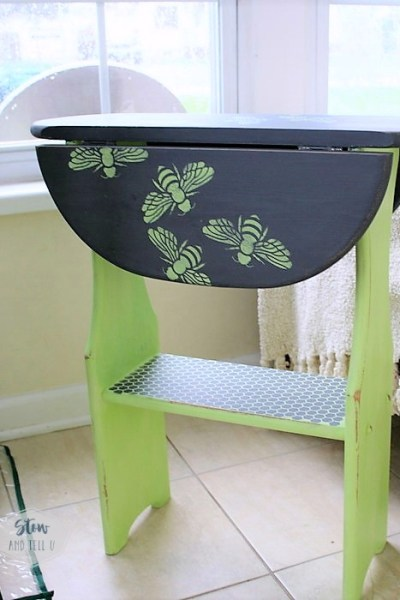 swarming-bee-stencil-folding-side-table