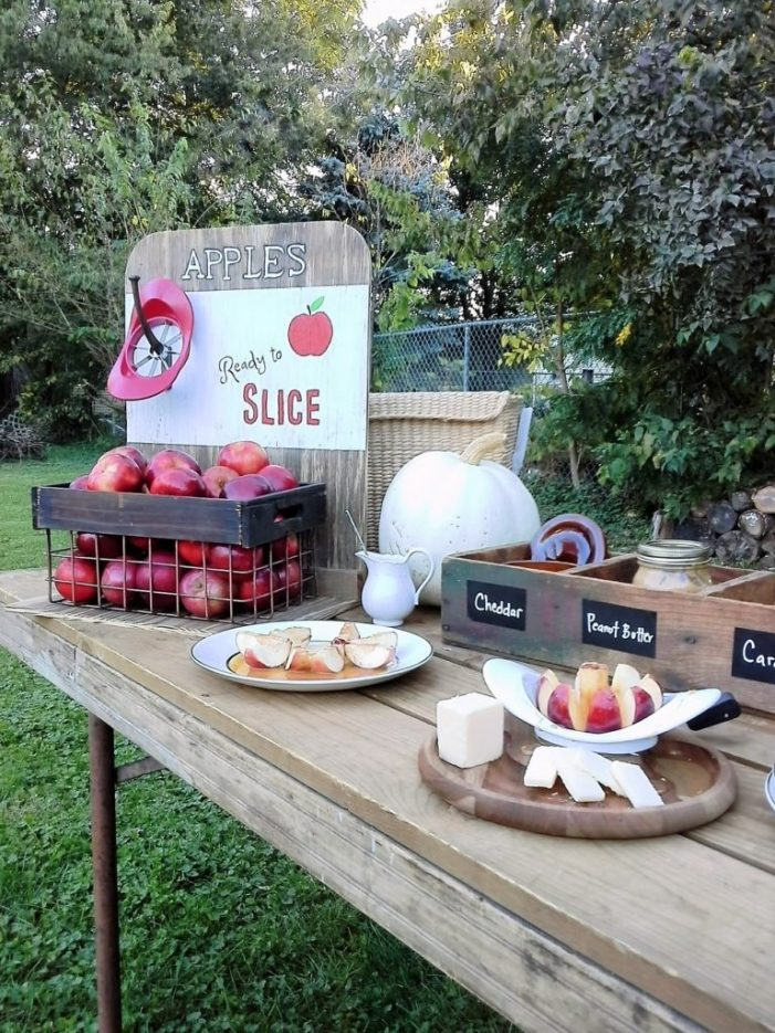 Have an apple bar at your next Fall party | Festive fall ideas with apples for fall party decor and games, bonfires, Halloween, Thanksgiving | Stowandtellu.com