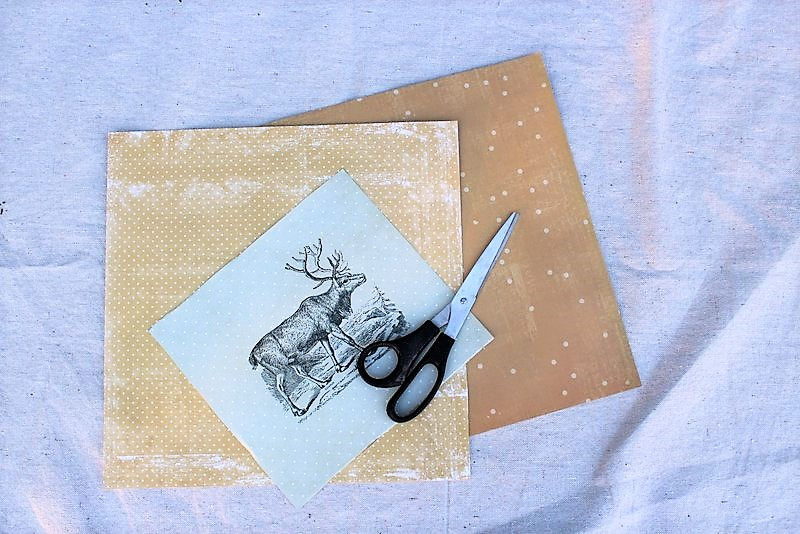 Easy DIY scrapbook paper Christmas reindeer wall art   stowandtellu.com