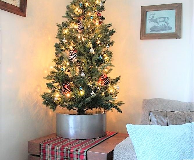 Faux galvanized bucket diy Christmas tree collar | Upcycled hat box tree stand | stowandtellu.com