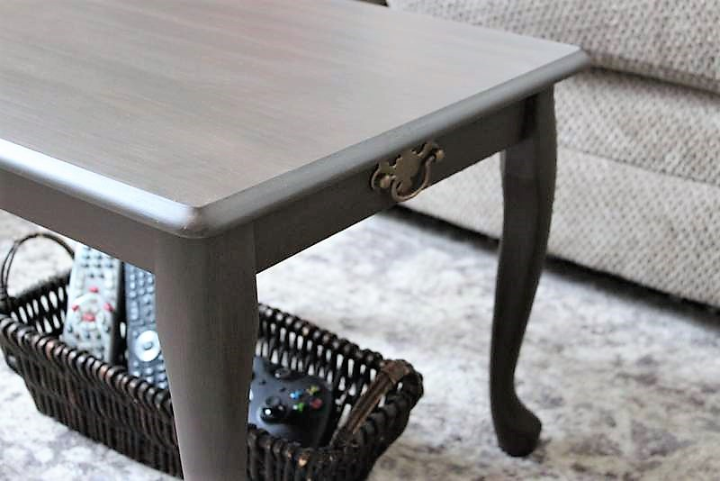 5 Best Features of a Small Space Coffee Table | stowandtellu.com