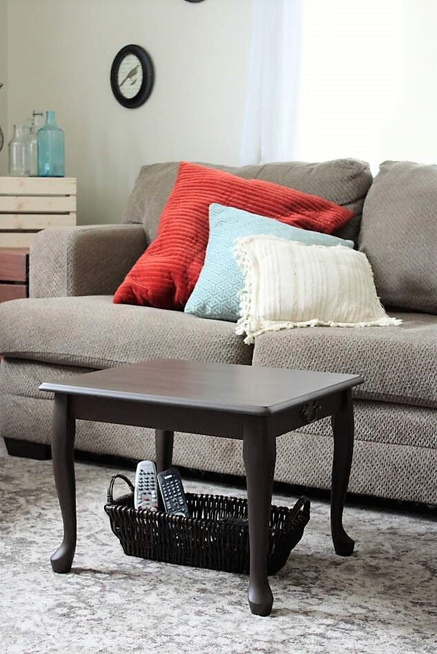 DIY Small Space Coffee Table | stowandtellu.com