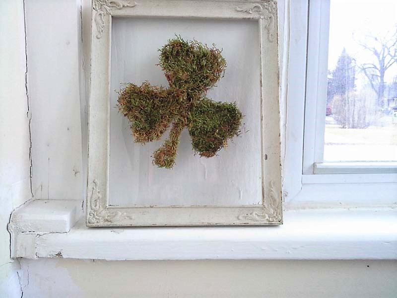 Reuse picture frames to make floating glass frames | stowandtellu.com