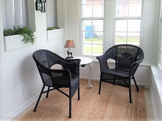 Black painted resin wicker chairs on sun porch | stowandtellu.com