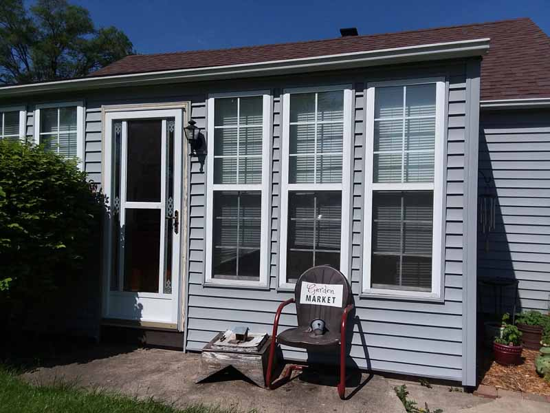 Front porch exterior | 10 Steps to Painting Grid Doors and Frosting the Glass Windows | stowandtellu.com
