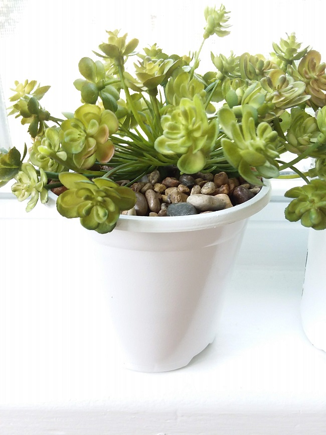 How to pot faux succulents in gravel with glue | stowandtellu.com