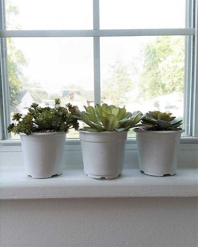 Potting faux succulents using stone glue | stowandtellu.com