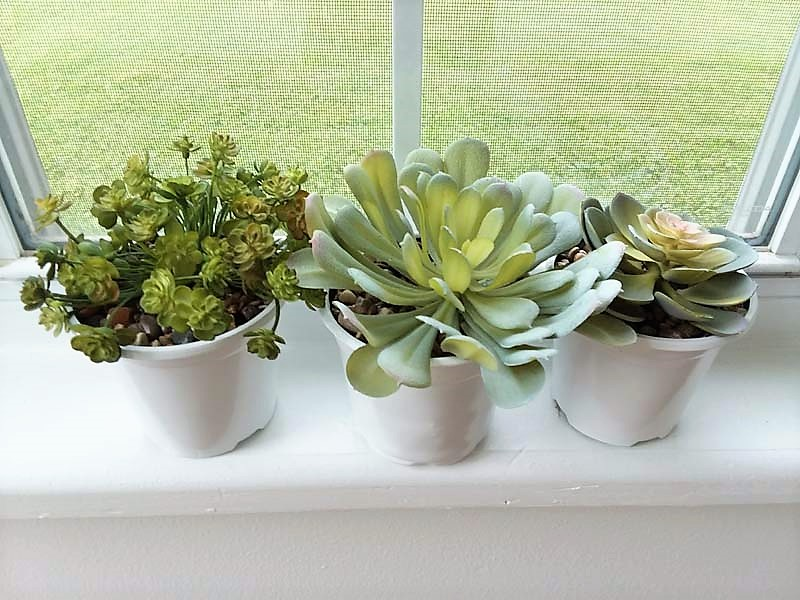 Potting Faux Succulents in stone with glue | stowandtellu.com