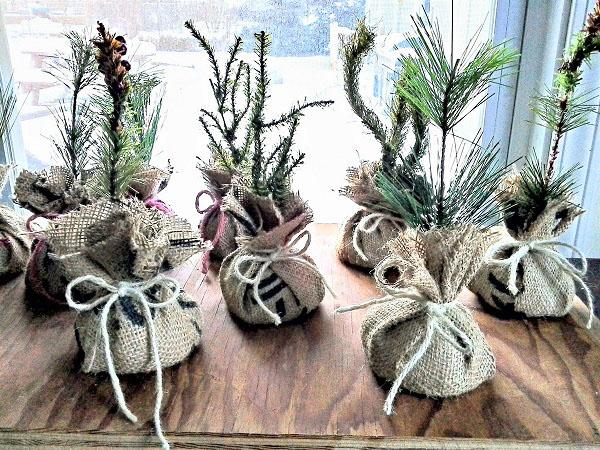 Mini Faux Burlap Saplings | Nature Inspired Christmas Crafts