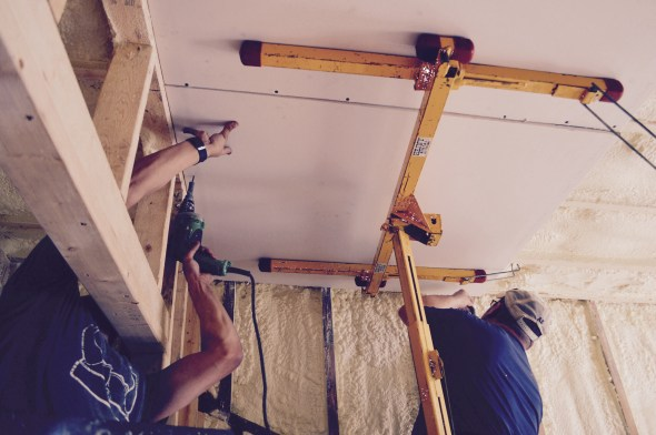 Using a sheetrock lift