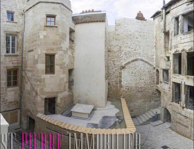 Vente Maison de Candie où est née Madame de Maintenon à Niort