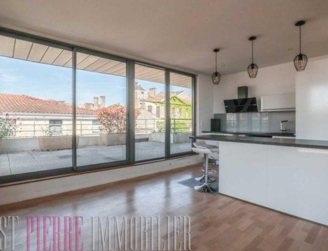 Grand Appartement de Standing terrasse stationnement à Niort