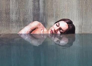 hula-paints-hyper-realistic-bathing-ladies-from-his-surfboard-designboom-01