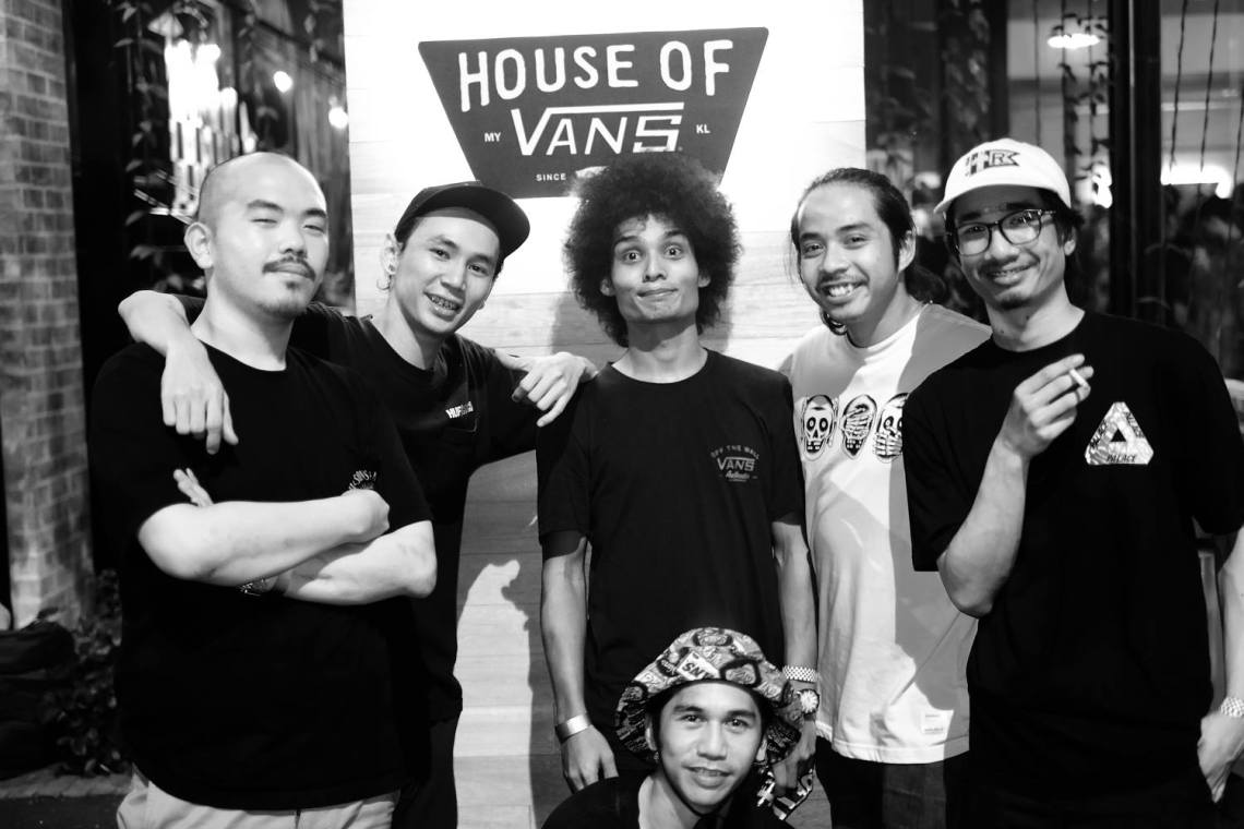 House of Vans KL 2016 skate competition winner, Azreen Azman (middle), with his KL crew / Photo: Azam Saad