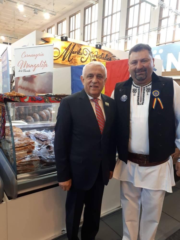 Ministrul Petre Daea și producătorul sibian Dan Limbășan