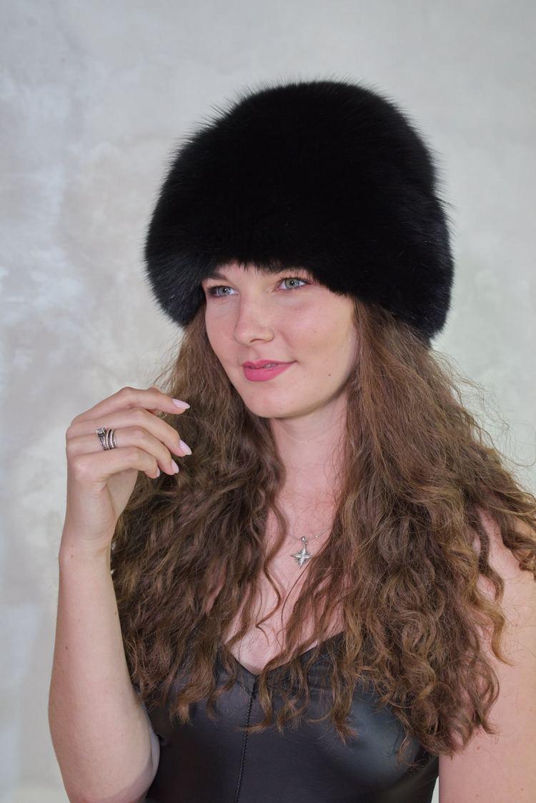 Peste 60 de modele de căciuli, la prețuri începând cu 150 lei, sunt disponibile pe site-ul papucidecasa.ro