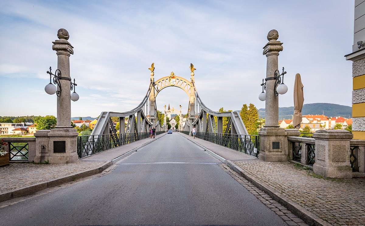 Länderbrücke in Laufen