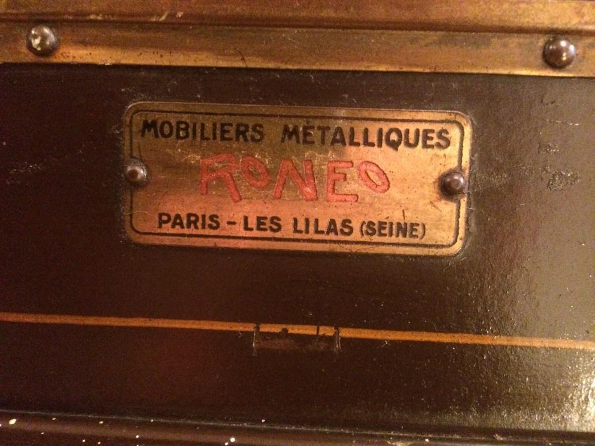 Stahlklappenschrank-Industriedesign-Frankreich-Stahlschrank