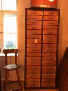Schubladenschrank mit 34 Schubladen