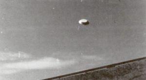 Φωτογραφία από το 1973, στην οποία εμφανίζεται άγνωστο ιπτάμενο αντικείμενο πάνω από την περιοχή του Μπέλοτικ